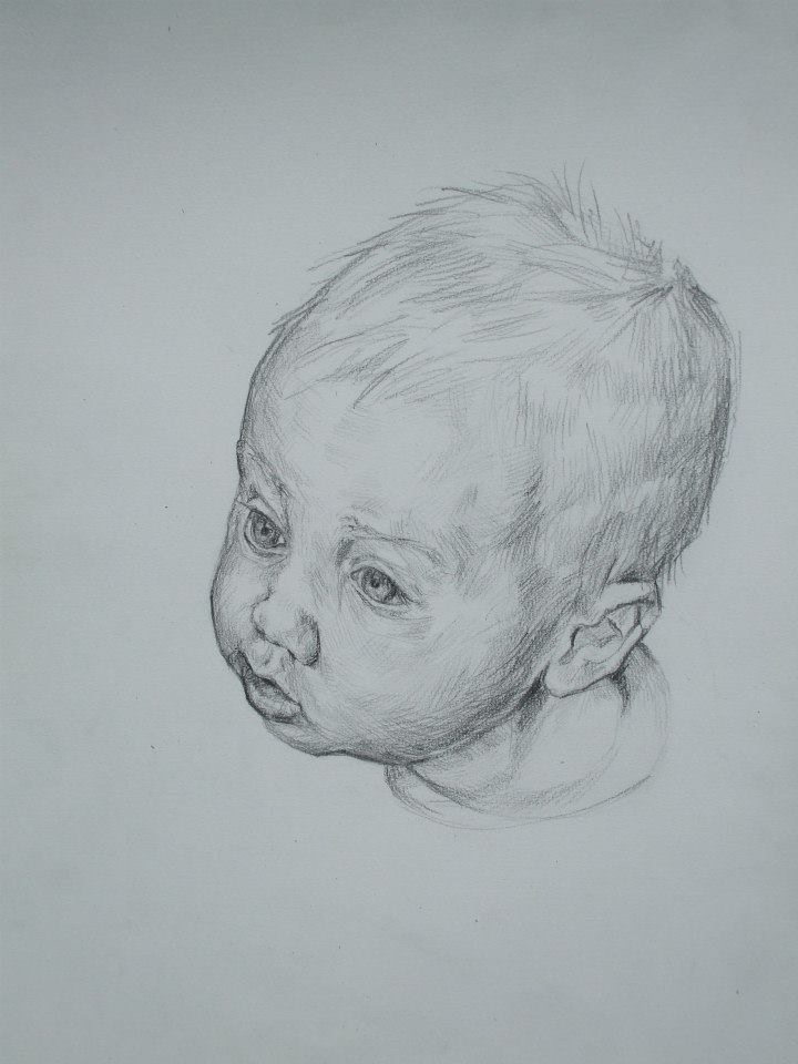 Portrait d\'un bébé concentré 2vendu