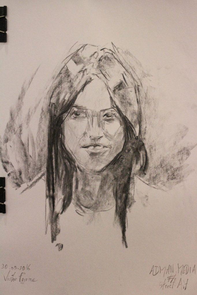 portrait de 10 min sur A3 réalisé lors de l\'événement street art d\'Adman Media.fusain.J\'enchaînais sans pause entre chaque et sur certains la fatigue se fait sentir